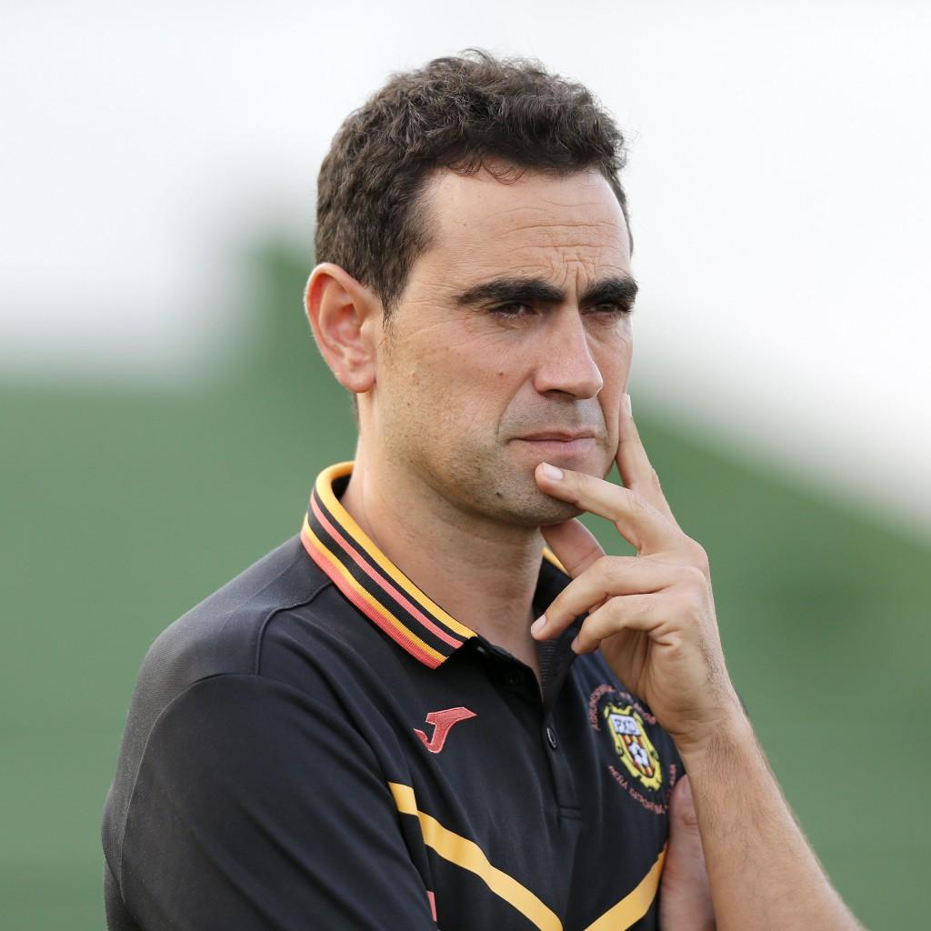 El entrenador asturiano de la Peña Deportiva.