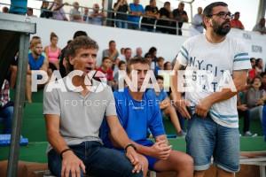 El segundo entrenador del Formentera, en el centro, se ha hecho cargo del equipo.