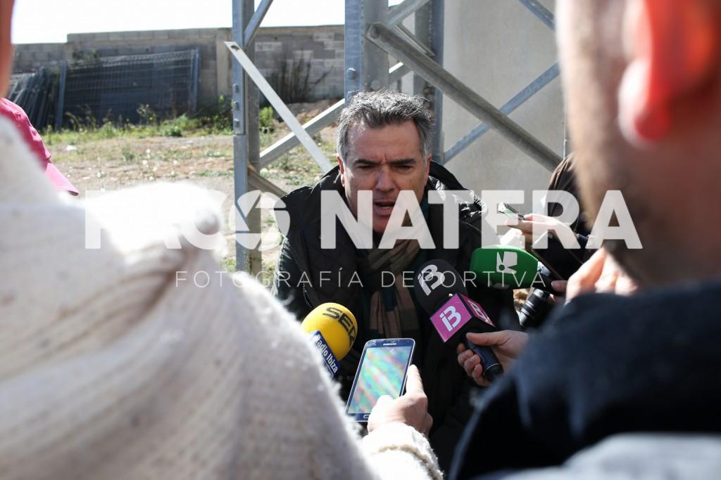 El dirigente del CD Ibiza Islas Pitiusas atiende a los medios el pasado martes en Can Misses.