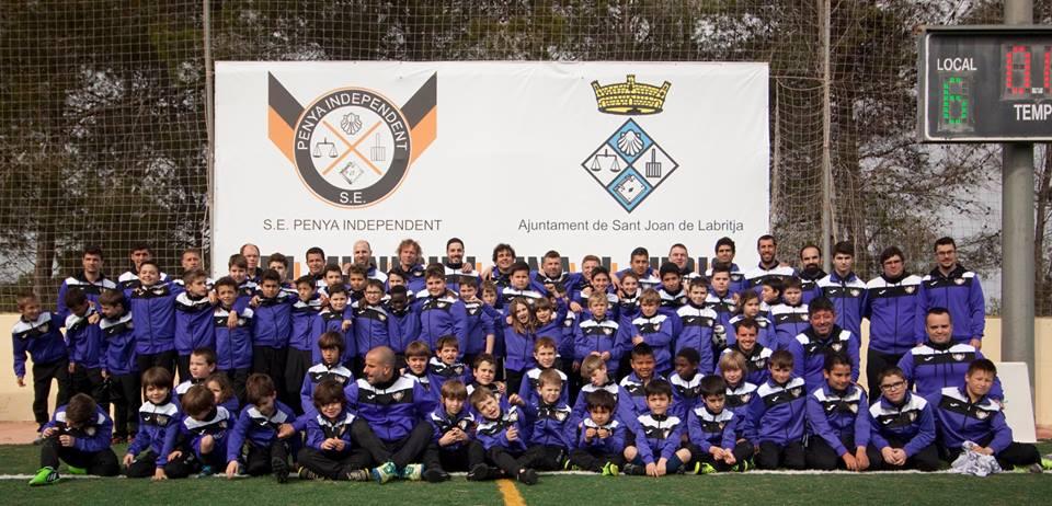 Todos los deportistas del club posaron en una foto de familia (Foto: Facebook Peña Independiente).