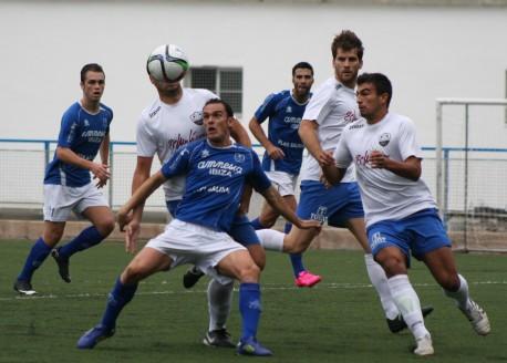 Fofi, jugador del San Rafael, durante el partido de la primera vuelta frente al Sóller, que también acabó sin goles