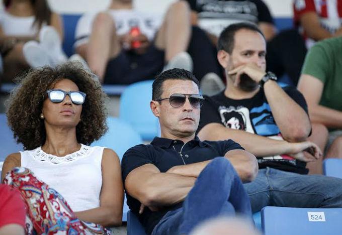 El presidente de la UD Ibiza, en la grada de Can Misses viendo a su equipo.