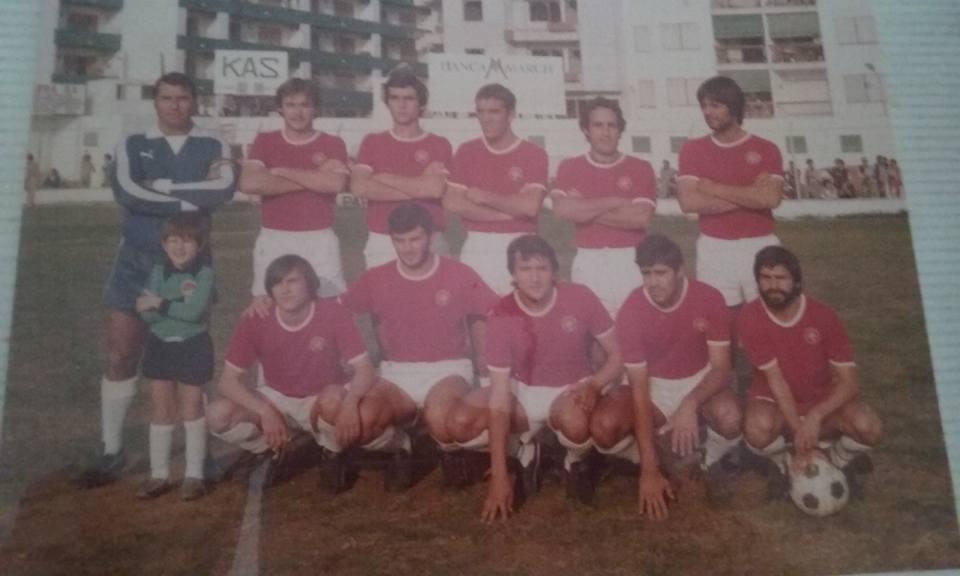 Una alineación titular de la SD Ibiza de la temporada 79/80 en Segunda B. Reales es el tercero por la derecha de los jugadores de pie.  Luis - Oliver - Ángel - Reales - Ramírez - Reyes Berto - Tascón - Ricardo - Alberto - Aurelio
