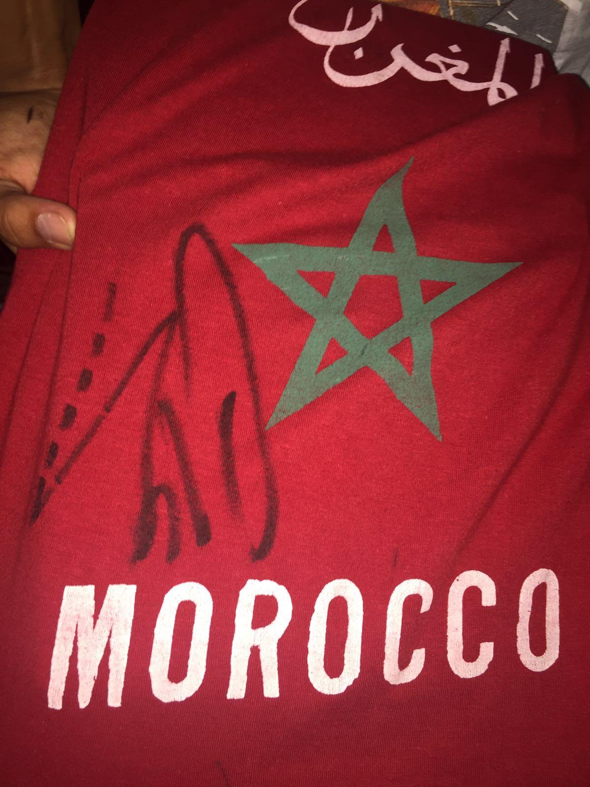 Autógrafo en la camiseta de Marruecos del jugador del Real Madrid (Foto: Fútbol PItiuso).