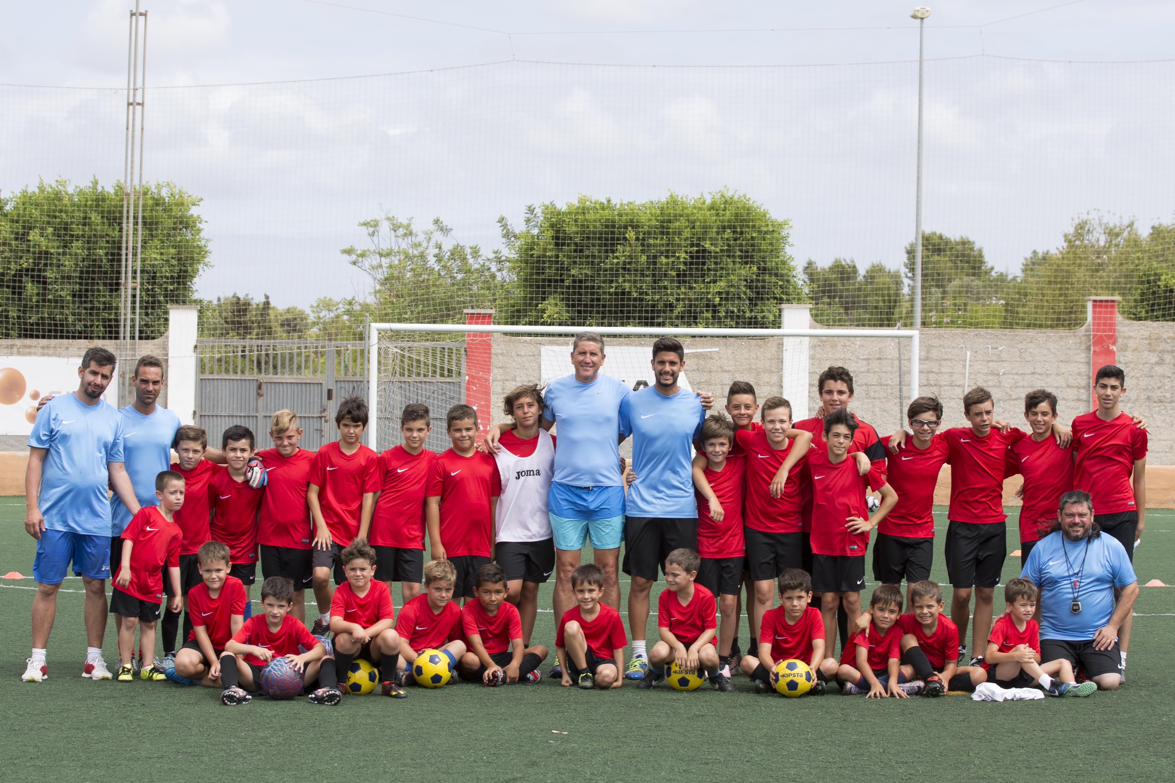 Foto de familia de todos los participantes y cuerpo técnico del Campus (Fotos: Paco Natera Fotografía Deportiva)