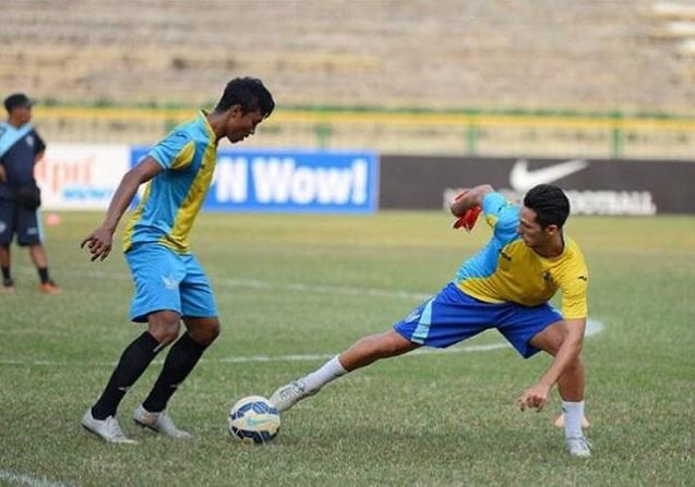 Imagen del extremo derecho en uno de los entrenamientos con el equipo en el que está a prueba (Foto: Fútbol Pitiuso).