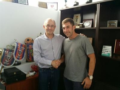 El delantero catalán cuando fue presentado con el Leoia (Foto: SD Leoia).