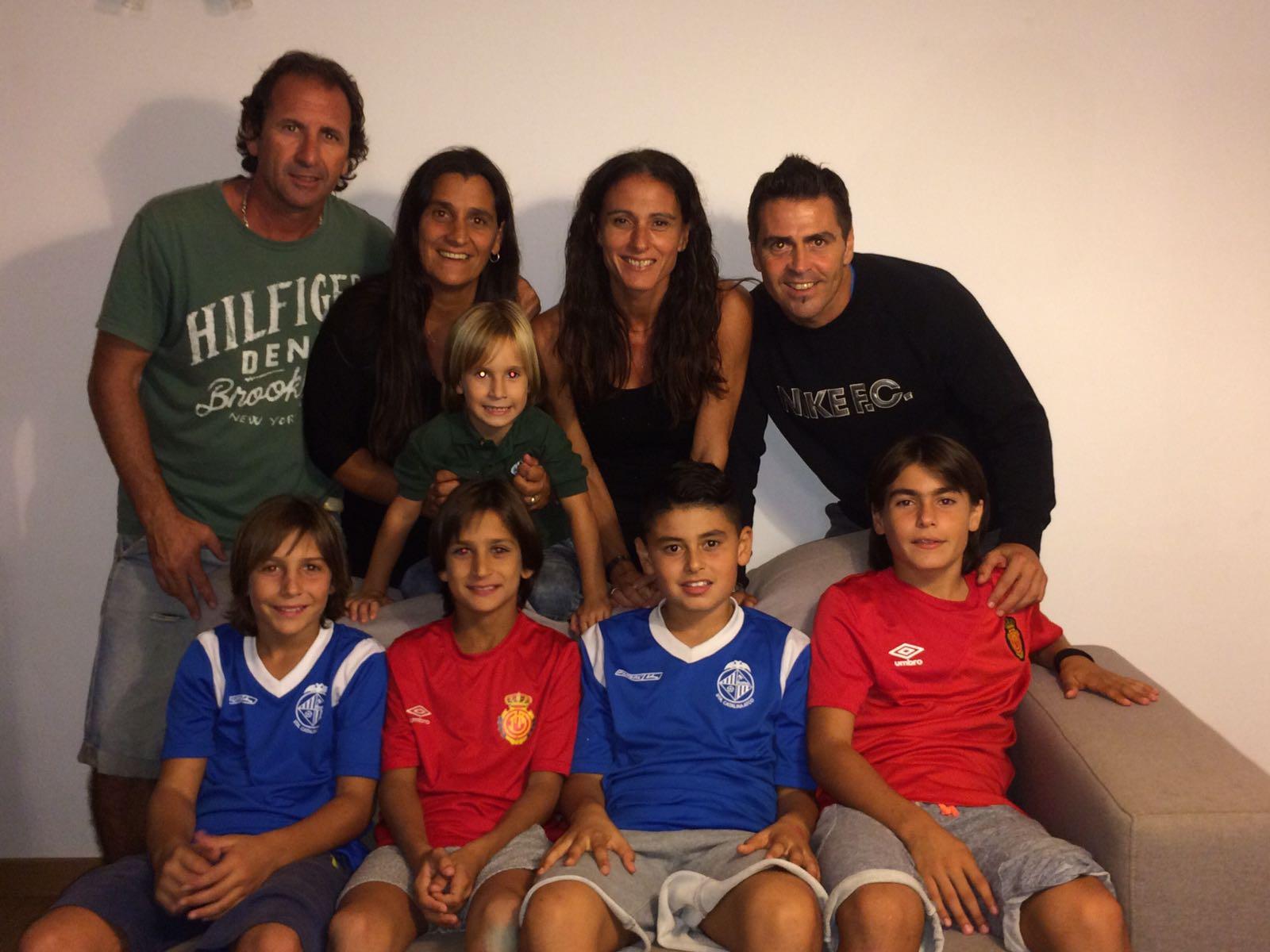 A las dos familias les une una gran relación de amistad y los cuatro chicos también están muy unidos (Foto: Fútbol Pitiuso).
