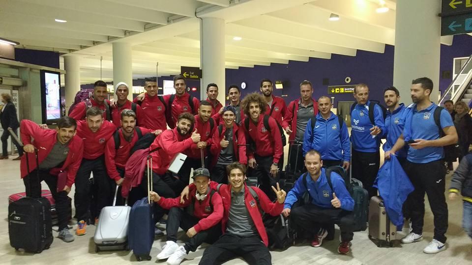 La expedición del Formentera, en el aeropuerto de Sevilla (Foto: SD Formentera).