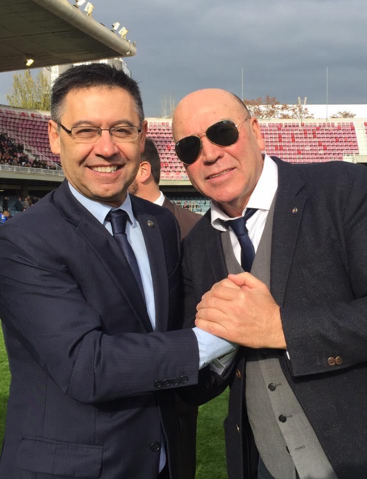 El presidente del Barça, Josep Maria Bartomeu, y Labi Champion (Foto: Fútbol Pitiuso).