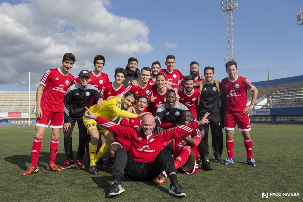 Los jugadores de la UD Ibiza celebran el título de la Liga Interpueblos.