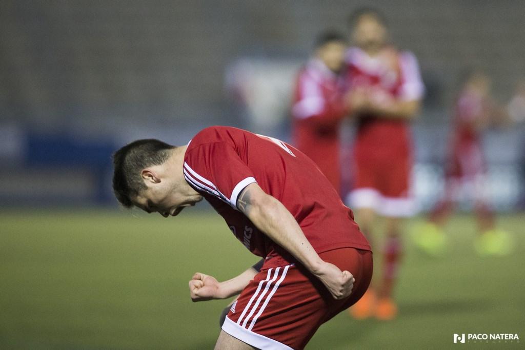 El unionista Cristian Cruz festeja con rabia su gol.