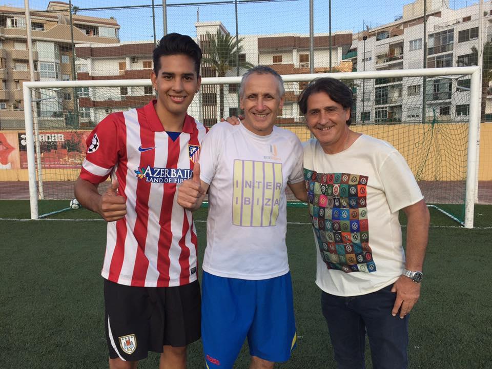 Nacho Martínez, Robert Carmona y Raúl Ruiz posan en Can Cantó.