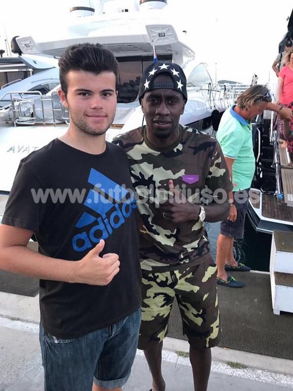 Matuidi, del PSG, con el joven aficionado.