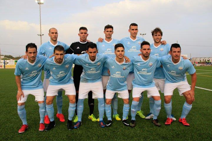 Equipo titular del FC Ibiza (Foto: SD Formentera).