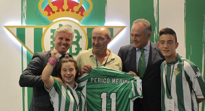 El Betis homenajeó en el año 2013 a Perico Medina.