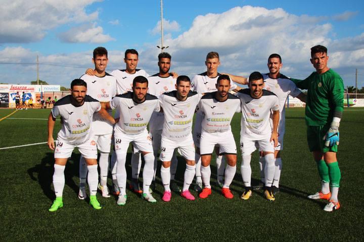 Equipo titular de la Peña Deportiva en el Municipal de San Francisco Javier (Foto: Facebook SD Formentera).