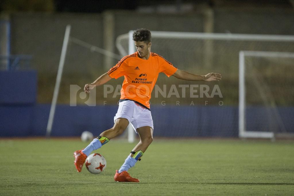 El central Jorge Mena militó la temporada pasada en el Torrevieja, en Tercera División, después de abandonar la Peña.