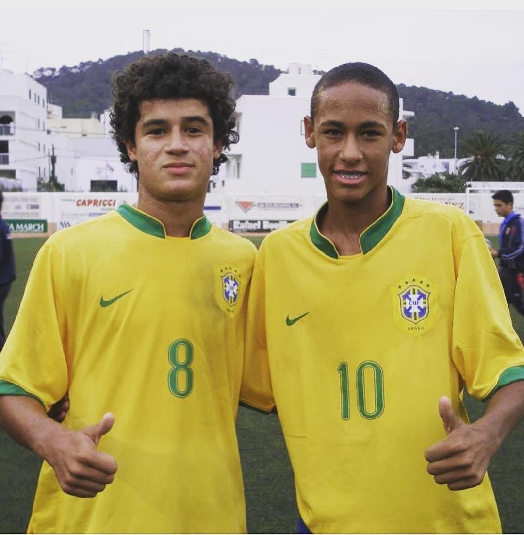 Coutinho y Neymar posan juntos en el Municipal de San Antonio en el año 2008.