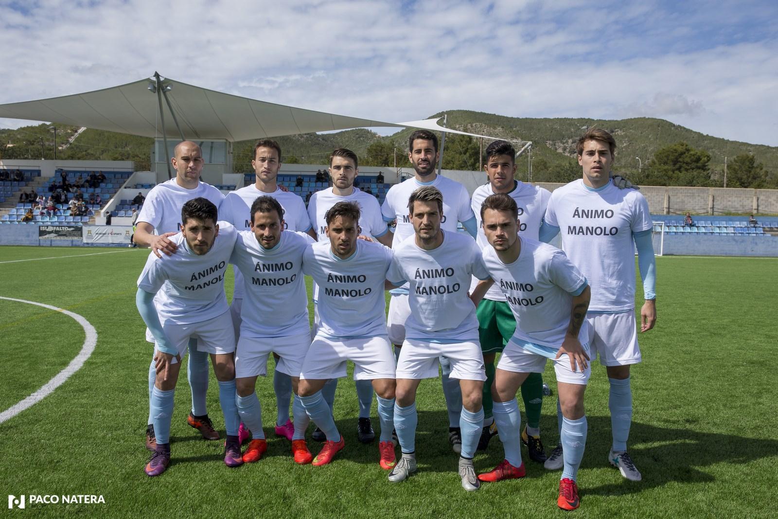 El equipo unionista ha saltado al verde con camisetas en apoyo al compañero Manolo, lesionado de gravedad.