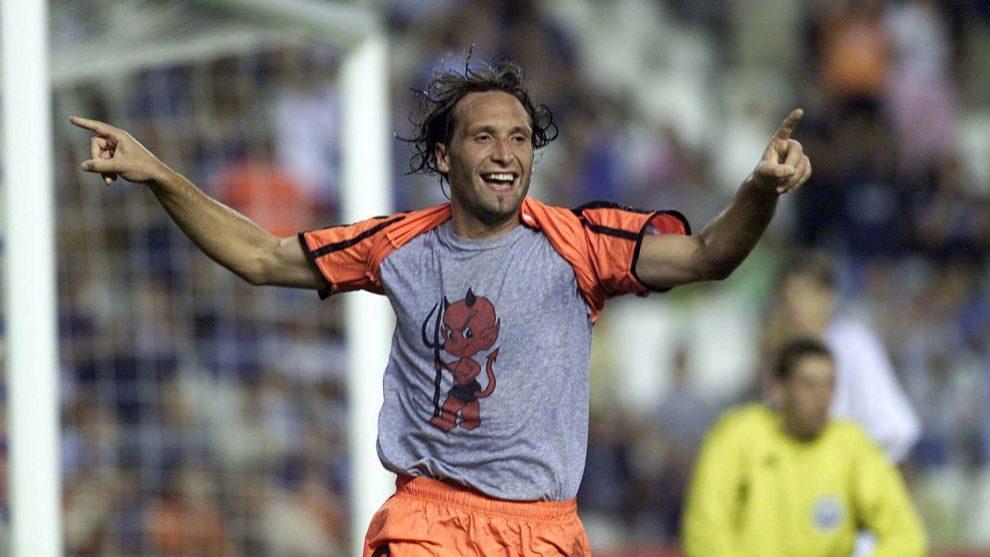 Rufete celebra un gol como jugador del Valencia.